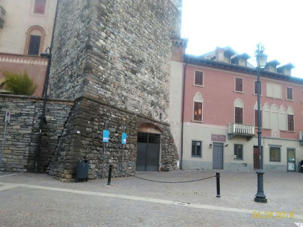 Piazza Frigerio con torre